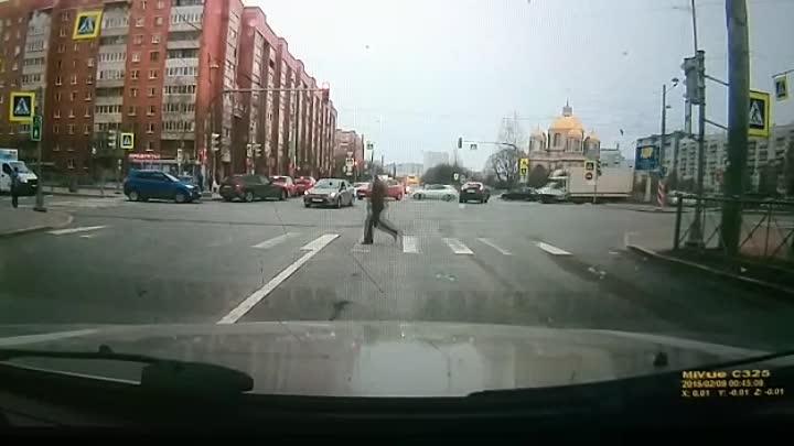Утром на Долгоозерной, водитель Фиесты понадеялся, что если Киа повернула налево, то значит встречны...