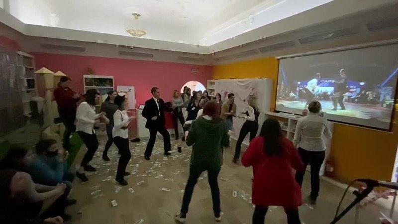 флешмоб Танец Турман и Траволты 1