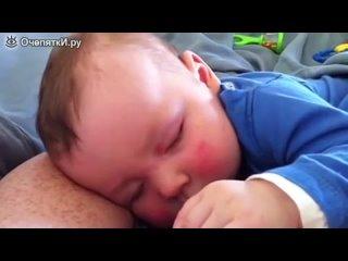 Малыш смеётся во сне (С мамой не соскучишься!)