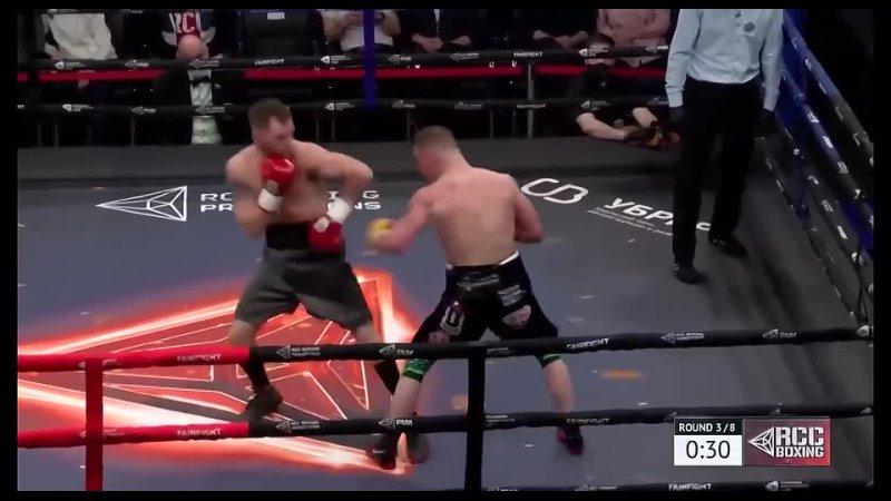 Воин ринга, после двух нокдаунов сам нокаутировал соперника.