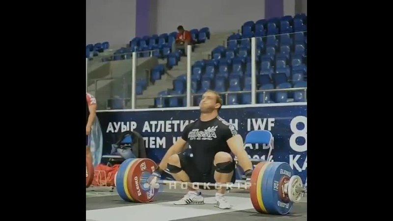 Дмитрий Клоков рвет 200 кг