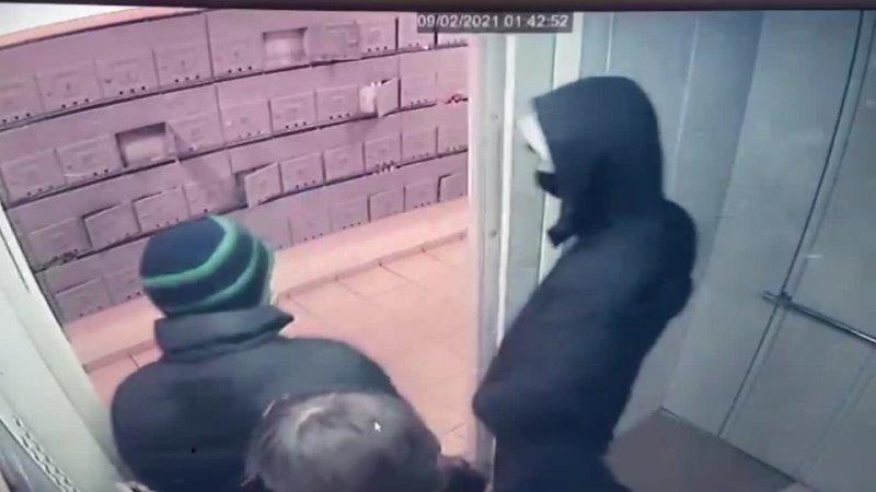В Курске за грабеж и кражи задержаны двое подозреваемых