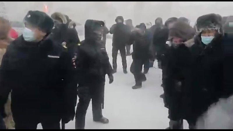 Видео митинга на площади Дружбы народов в Якутске