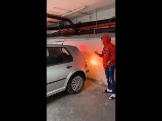 Когда попросила подругу помочь с парковкой машины))