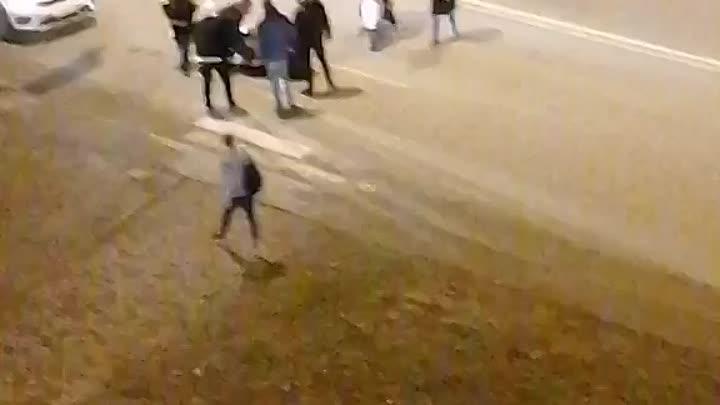 В Мурине, напротив дома 3 по улице Шувалова, на пешеходном переходе БМВ сбила человека. Скорая приех...