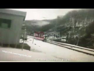 Работника ЖД сбил поезд 🚆