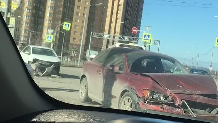 Volvo и Volkswagen столкнулись на перекрёстке Николая Рубцова и Фёдора Абрамова.