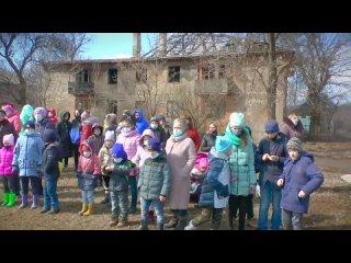 Татьяна Монтян на Донбассе. Дети уже 6 лет живут под постоянными обстрелами УКРОармии. Ну и здесь дебилы детям намордники надели