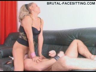 Brutal facesitting com Sveta Brusser