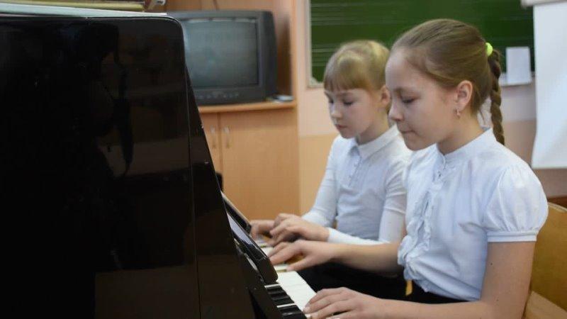 Ученица 9 А класса Баранова Виктория ученицы 4 Б класса Садекова Екатерина и Кузьмина Ульяна