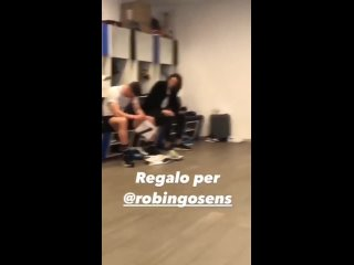 Игроки Аталанты подарили Госенсу футболку Роналду