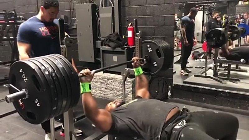 Джонни Харрис жмет 306 кг без экипы в к до 140 кг