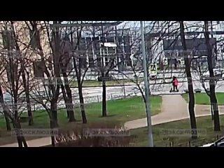 автомобиль сбил двух детей на самокате в зоне пешеходного перехода