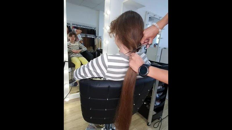Откуда берутся волосы для наращивания 🤔Вот ответ на вопрос 😜Тот момент, когда стрижка доставляет удовольствие 😅. Да, детки