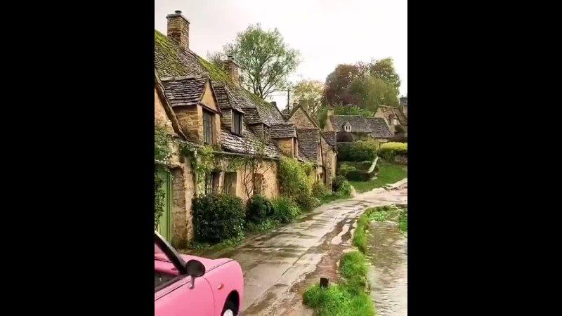 Касл Комб Castle Combe  маленькая английская деревушка которая считается одной из самых красивых деревень Англии А журнал