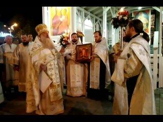 В эти минуты в Войсковом соборе святого благоверного князя Александра Невского идет праздничная литургия, посвященная самому све