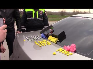 В Сакском районе полицейские задержали закладчиков наркотиков с тысячами доз «солей»