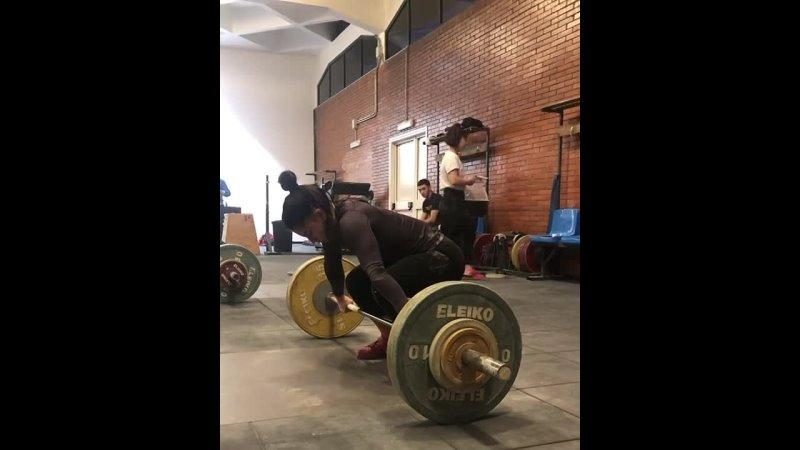 Итальянская тяжелоатлетка Джулия Империо рвет 78 кг в в к до 55