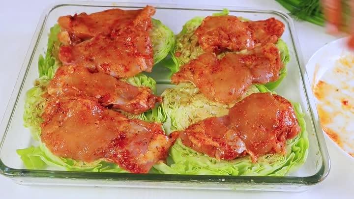 Капуста с курицей в духовке