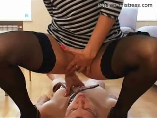 Slave licks pussy and drinks piss - Sex video on
