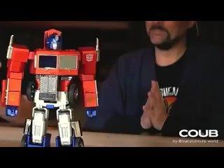 Kevin Smith presents 700$ Optimus Prime toy