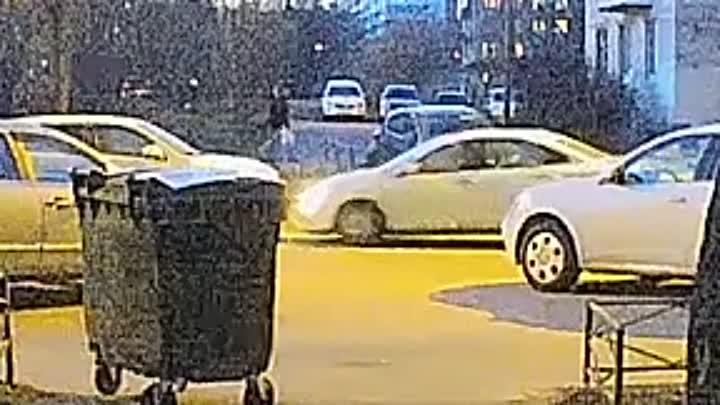 19 апреля в понедельник в 21:04 по улице Стойкости 19, мне врезался в припаркованную машину белый Ни...