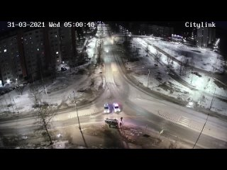 Водителя пришлось эвакуировать через лобовое стекло после ДТП в Карелии