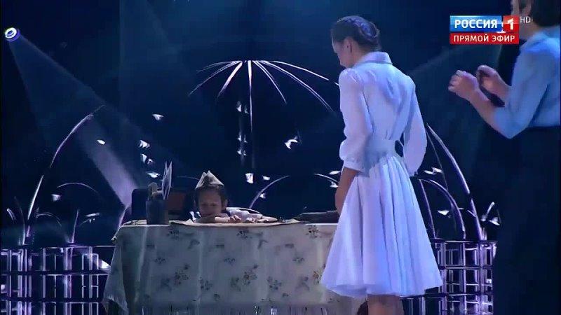 Трогательный вальс Ткаченко и Семеновой под песню 'Журавли' Танцы со звездами