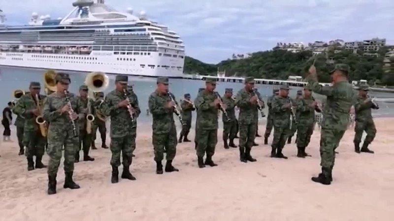FLOR DE PIÑA FLASHMOB HUATULCO Banda de música de la octava región