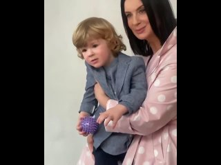 Екатерина Стриженова с внуком.mp4