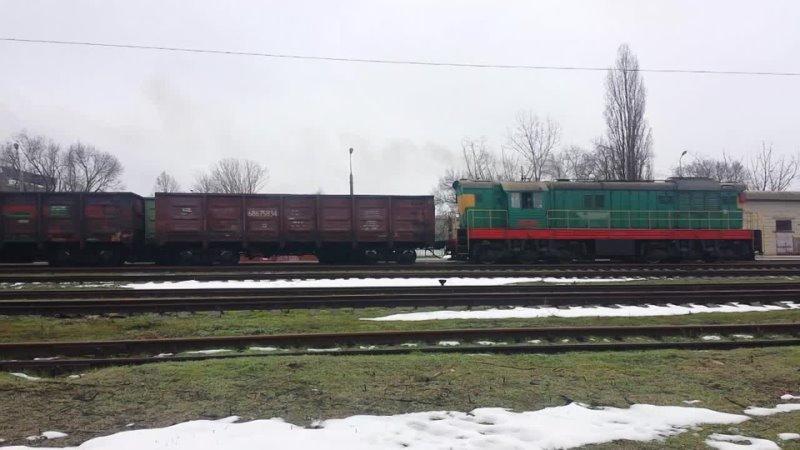 ЧМЭ3 4710 CFM и толкач ЧМЭ3 5732 с грузовым на отправлении со станции Бендеры 2