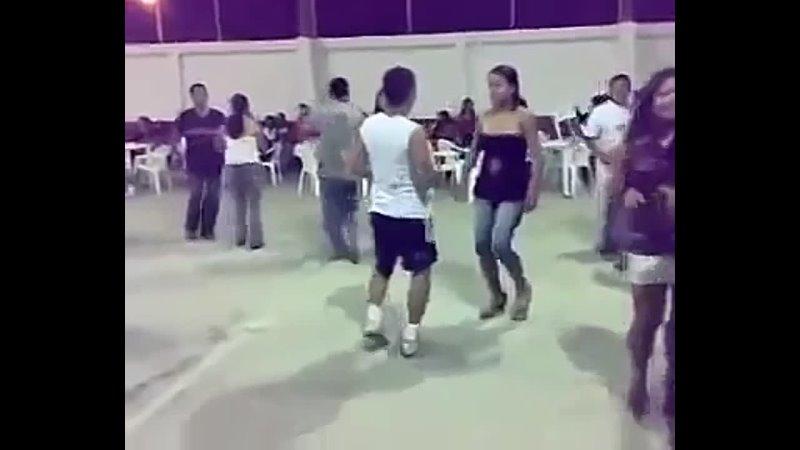 Todos tenemos un amigo que baila asi 360P mp4