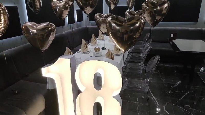 Фольгированные сердца цифры с подсветкой на день рождения в ресторане Barberry. г. Донецк⠀