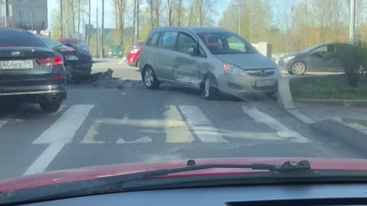 Кто ехал по набережной Черной Речки на машине с видеорегистратором 11 мая примерно в 14:50 поделитес...