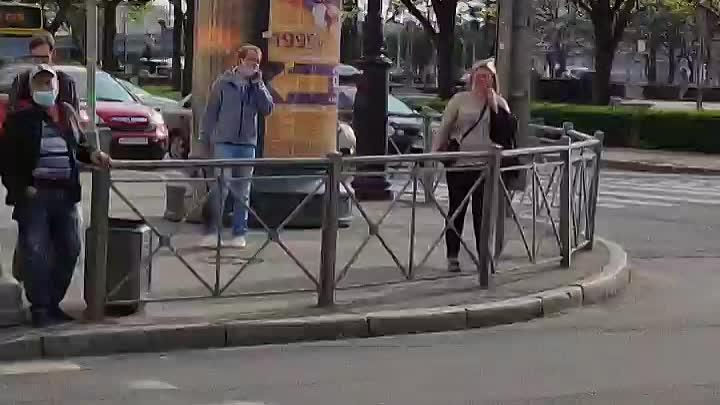 """В центре города авария у Ленэнерго, несколько зданий """"потухли"""", в том числе водоканала, трамваи вста..."""