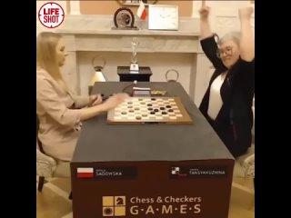 Россиянка Тамара Тансыккужина защитила титул чемпионки мира по шашкам, переиграв польку Наталью Садовскую.