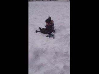 На снегу я лежу