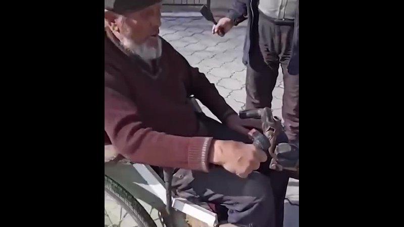 Вот этого деда надо поставить директором ВАЗ