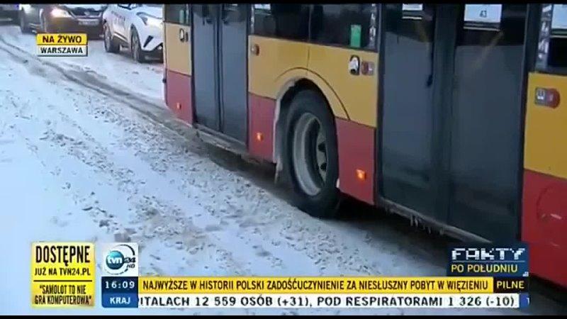 Белорус в Польше помог забуксовавшему автобусу тронуться с места