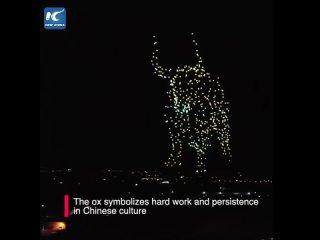 Новогоднее световое шоу с участием дронов в Пекине