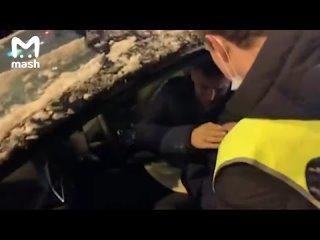 Водитель автомобиля спецслужб пострадал во время стычек на Цветном Бульваре
