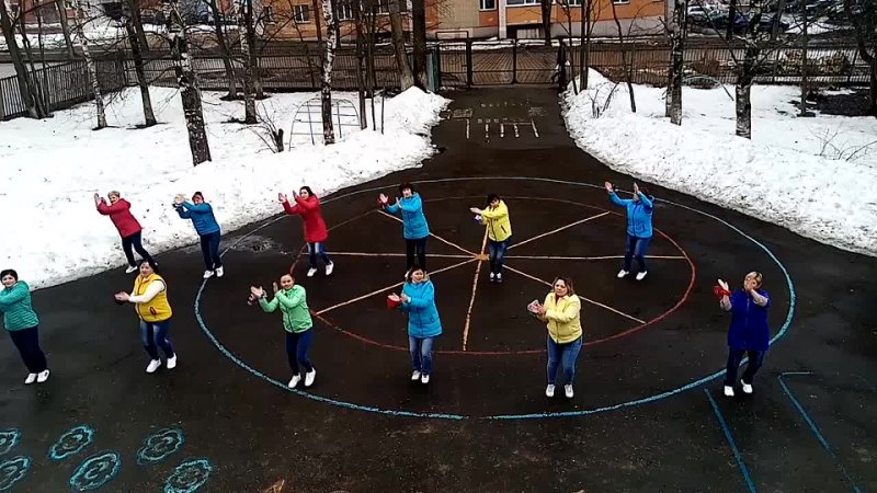 Коллектив ДС № 58 Незабудка Весна на Московской улице
