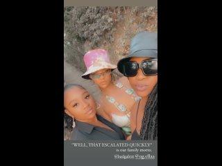 Рианна с кузинами на Барбадосе ()