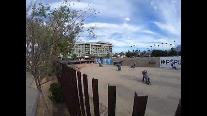 Installazione d Arte di fronte al Palm Springs Art Muse