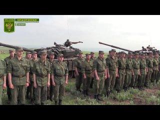 Призывников ЛНР обучают вождению боевых машин.