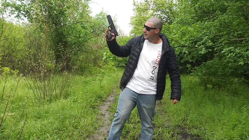 Эльдар Богунов в лесу с агентами Малдером и Скали
