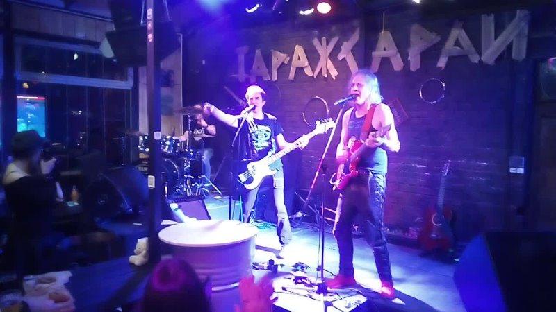 Alex Carlin Band in Garage Sarai VID 20210425 211135