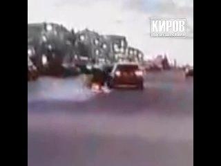 Момент ДТП. Авария на Октябрьском. Мотоцикл и КИА