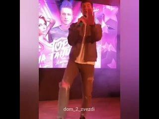 Дима Дмитренко выступал на одном мероприятии. Зацени его песню