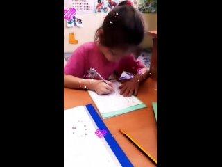 Здравствуйте,  дорогие! Мы полным ходом готовимся к школе. Если ваш ребёнок научился читать,  можно начинать учить его писать!